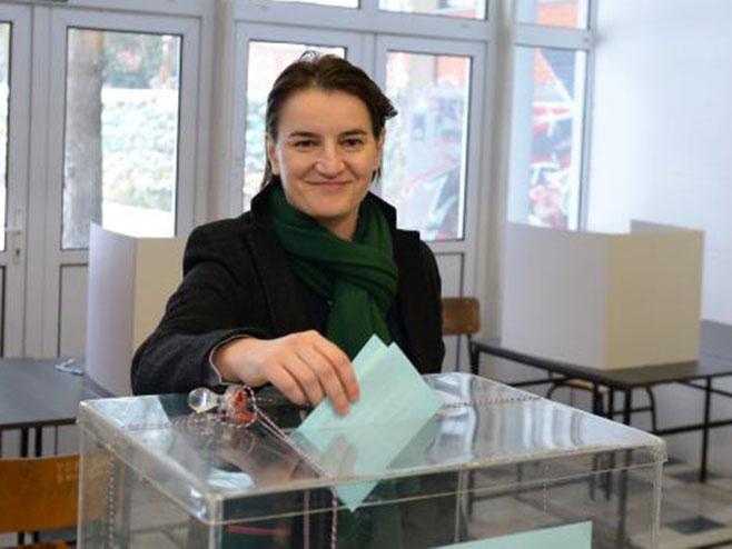 Ана Брнабић на гласању (фото:Tanjug/Tanja Valič)