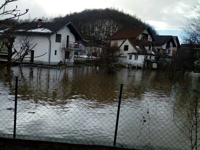 Novi Grad-poplave (foto: RTRS/Veljko Babić)