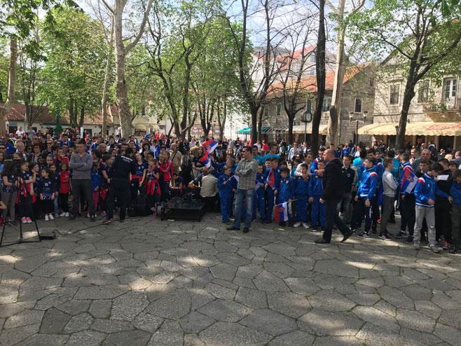 Trebinje: Veliki broj građana na Trgu (Foto: RTRS)