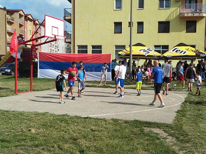 СНСД Бијељина - Уређење спортског терена (Фото: РТРС)