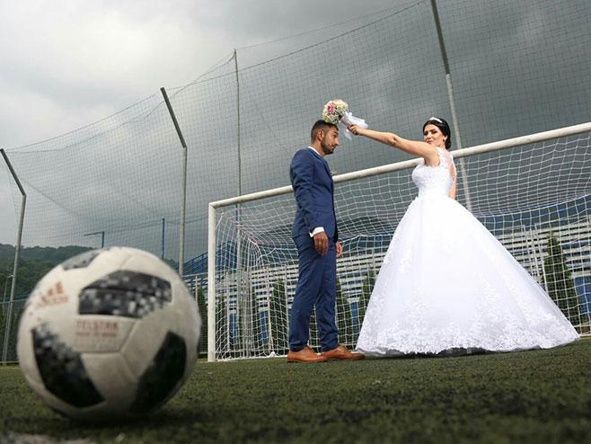 Svadba na terenu (FOTO: RTRS)