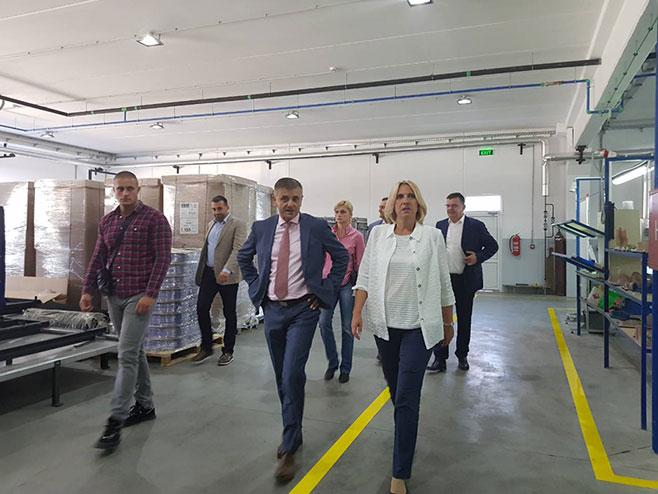 """Predsjednica Vlade Željka Cvijanović posjetila fabriku """"Pas"""" u Bijeljini (Foto. RTRS)"""