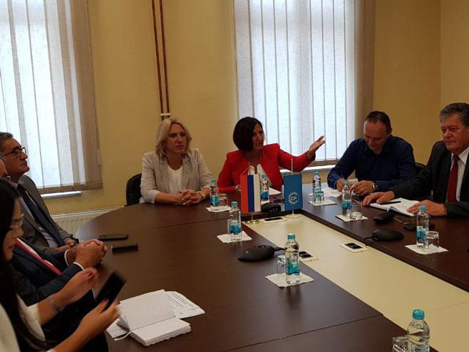 Dom sindikata, premijerka Cvijanović i Ranka Mišić (Foto:RTRS)