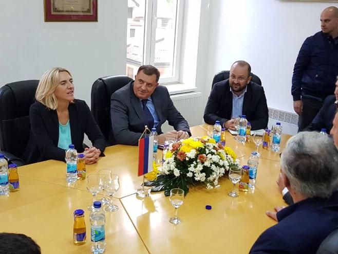 Dodik i Cvijanovićeve sa Grujičićem (Foto: RTRS)