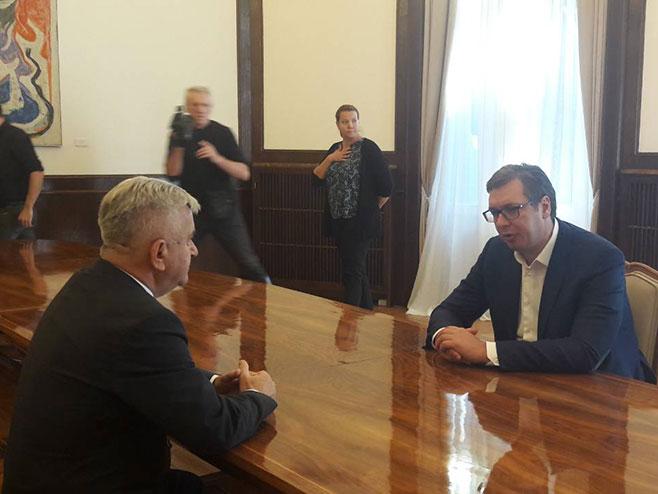 Aleksandar Vučić i Nedeljko Čubrilović (Foto: RTRS)