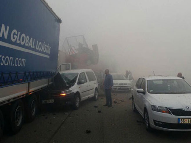 Ланчани судар у оба смјера на ауто-путу Београд - Ниш (Фото: Novosti.rs )