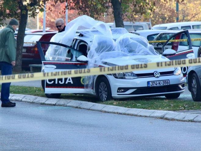 Izrešetano policijsko vozilo u Sarajevu na Alipašinom polju (Foto: klix.ba )