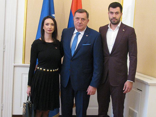Milorad Dodik sa kćerkom i sinom (Foto: RTRS)