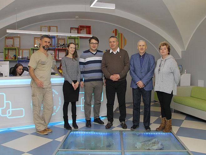 Представници УКЦ РС у посјети малој Николији (Фото: РТРС)