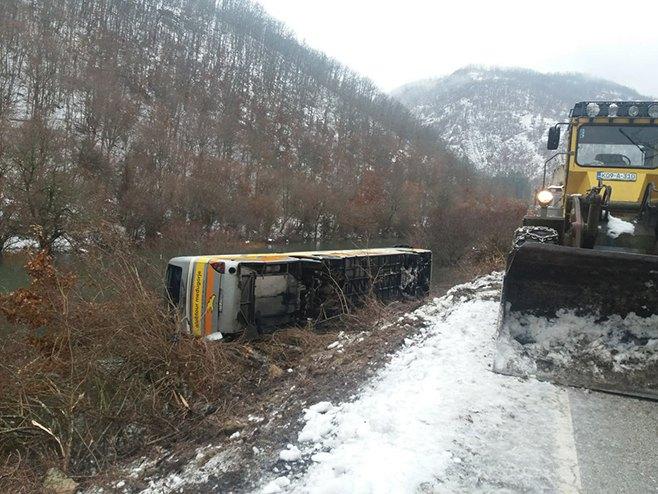Nevesinje: Prevrnuo se autobus (Foto: RTRS)