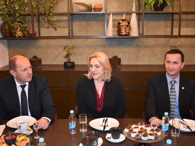 Цвијановићева на састанку са коалиционим партнерима, Требиње (Фото: РТРС)