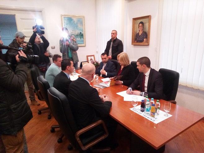 Цвијановићева у Градској управи Требиње (Фото: РТРС)