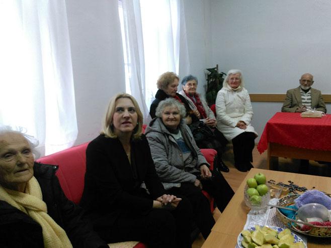 Цвијановићева у посјети Дневном центру за старе особе Требиње (Фото: РТРС)