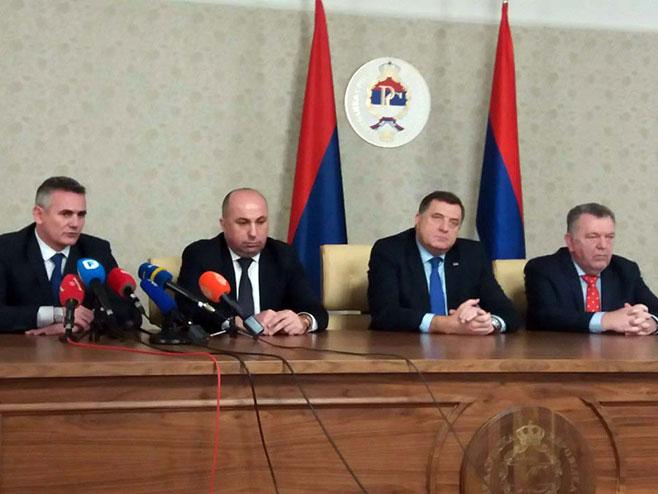 Источно Сарајево: Додик са министрима (Фото: СРНА)