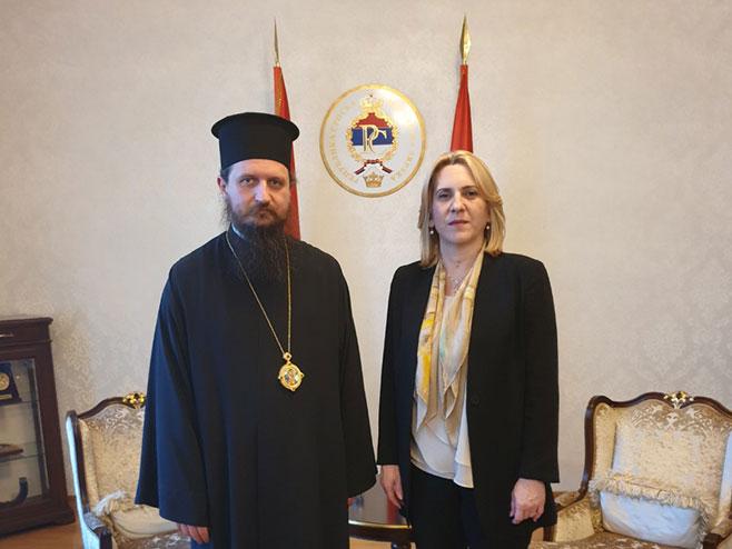Жељка Цвијановић и епископ Сергије (Фото: РТРС)