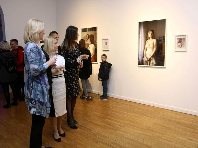 """Међународна изложба """"Перцепције: Цвијет је најљепши кад је неубран""""  (Фото: СРНА)"""