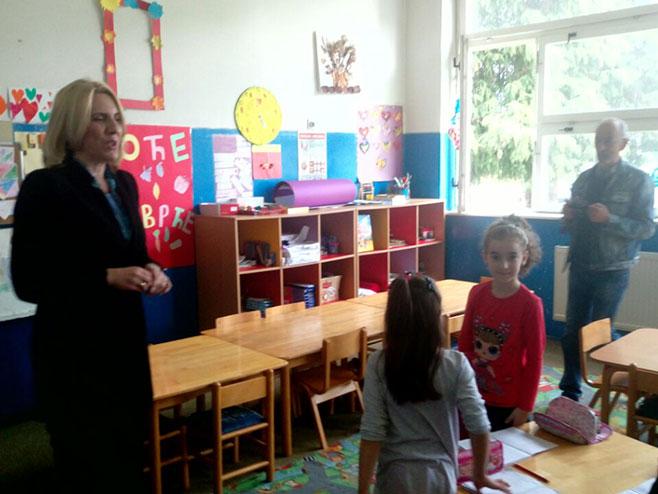Predsjednica Cvijanović posjetila školu u Obudovcu (Foto: RTRS)