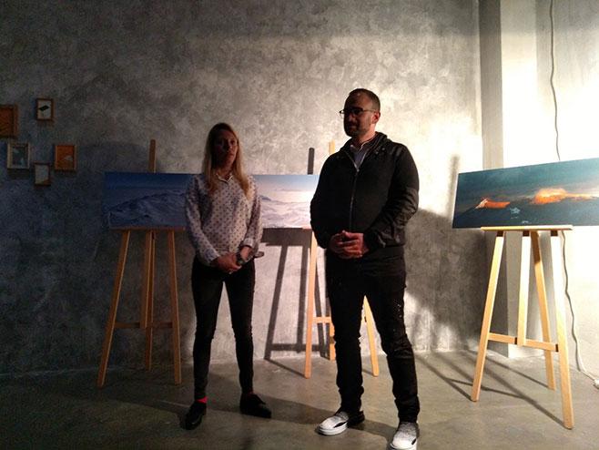 Изложба фотографија, цртежа и инсталација, Јахорина у Београду (Фото: РТРС)