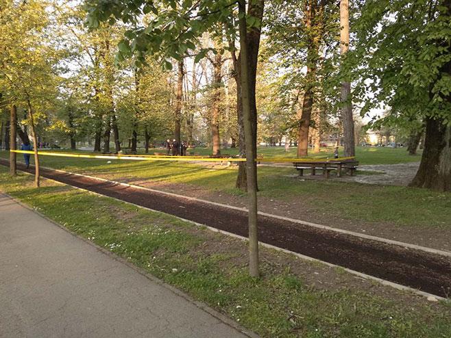 Беживотно тијело у парку Младен Стојановић (Фото: РТРС)