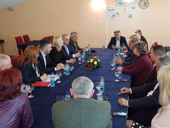 Састанак са директорима основних и средњих школа (Фото: РТРС)