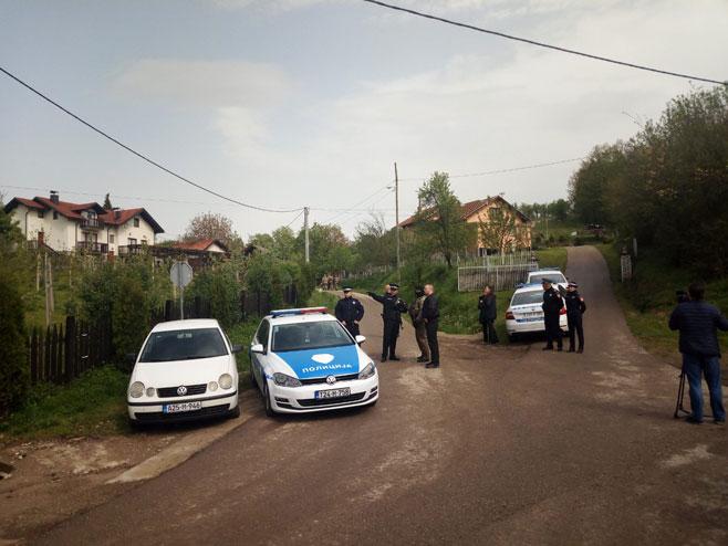 Увиђај код породичне куће Славише Крунића (Фото: РТРС)