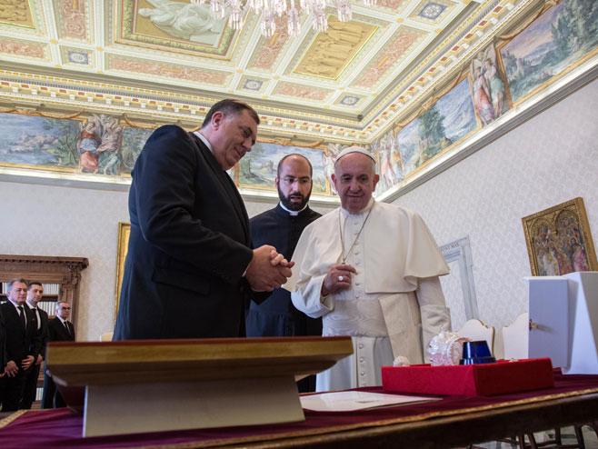 Dodik i papa Franjo (Foto: RTRS)