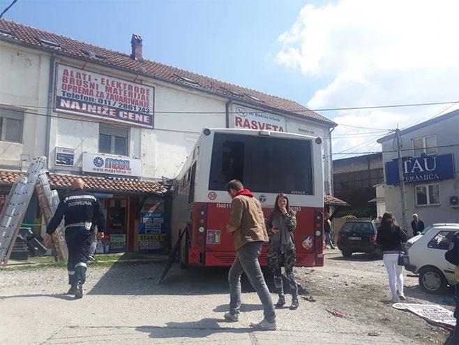 Autobus uletio u kuću (foto:Blic / RAS Srbija)