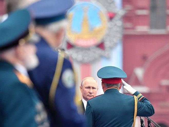 Putin na Paradi pobjede (Foto: Sputnjik)