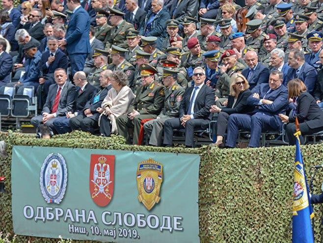 Представници Русије на паради у Нишу
