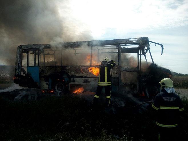 Prnjavor: Zapalio se minibus, vozač spriječio tragediju (Foto:K3)
