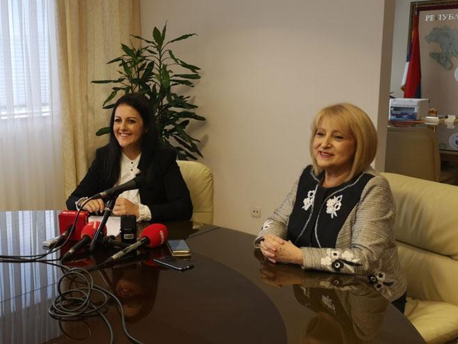 Соња Давидовић и Славица Ђукић (Фото: РТРС)