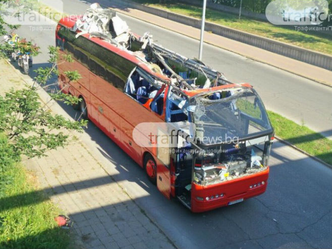 Makedonski autobus ostao bez krova u Bugarskoj (Foto:trafficnews.bg)