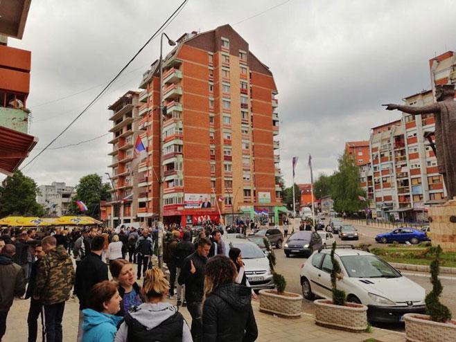 Окупљање Срба у Косовској Митровици (фото: radiokontaktplus.org)