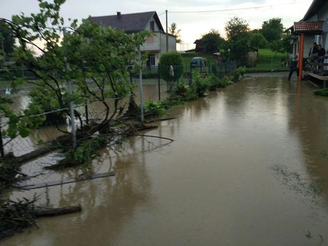 Brezičani - poplava (Foto: RTRS)