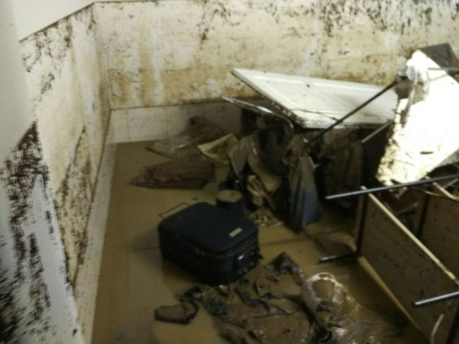 Brezičani - poplava ( Foto: RTRS)