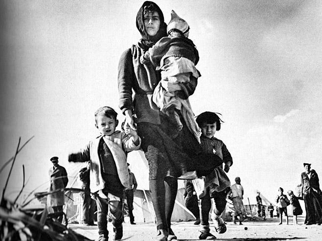 Izbeglice sa Kozare (foto: radiogornjigrad.wordpress.com) -
