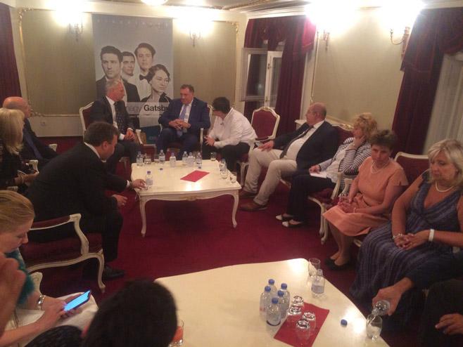 Milorad Dodik sa predstavnicima Samouprave Srba u Mađarskoj (Foto: RTRS)