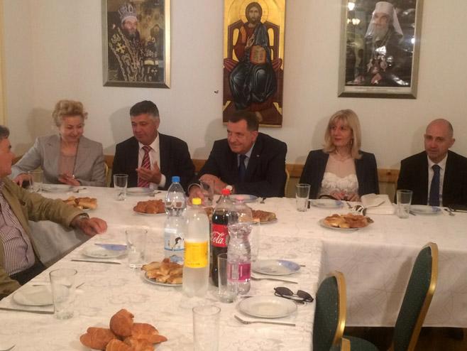 Dodik sa predstavnicima Srba (Foto: RTRS)