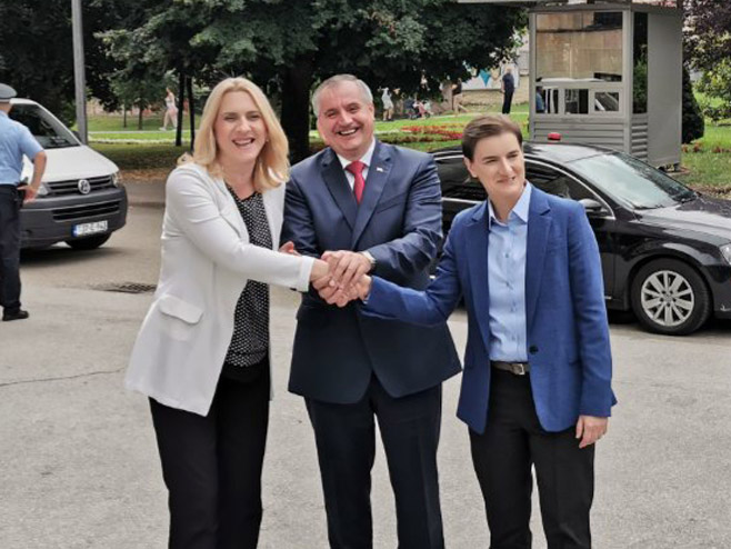 Brnabićeva u Banjaluci sa zvaničnicima Srpske (Foto: RTRS)