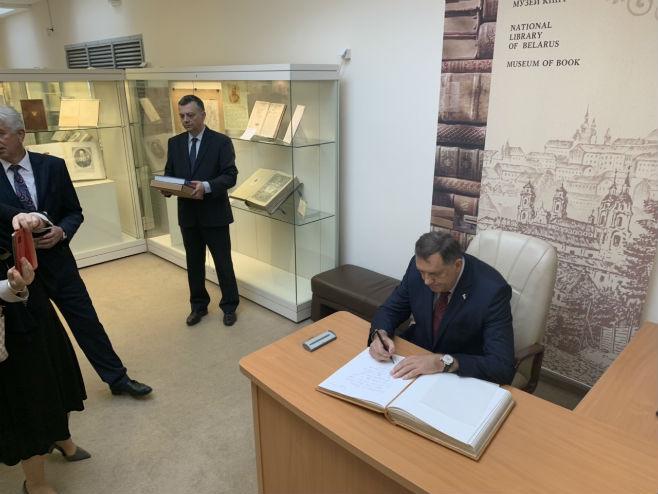 Додик се уписао у Књигу високих званичника (Фото: РТРС)