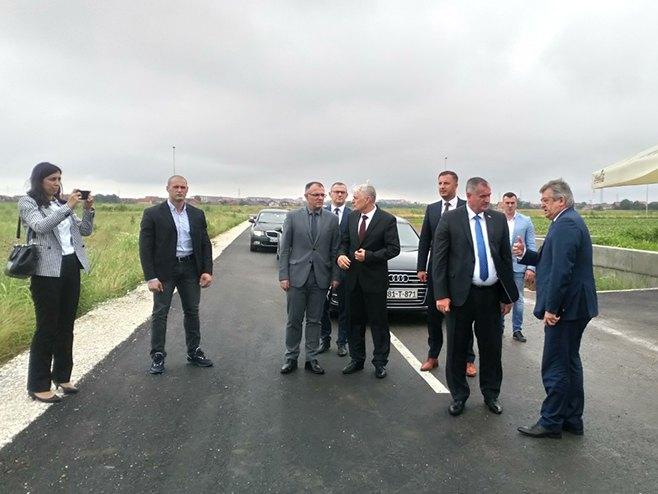 Višković i Mićić u obilasku industrijske zone