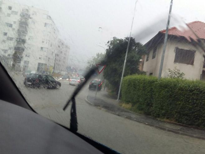 Пљусак у Бањалуци (Фото: РТРС)