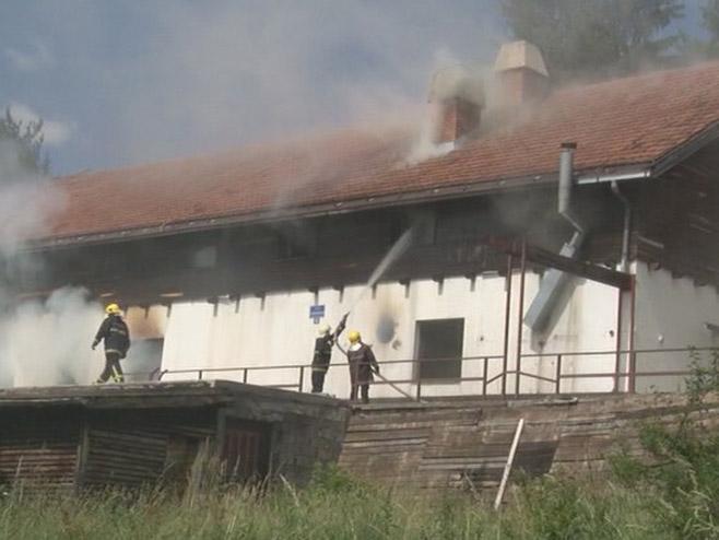 Pale: Požar u nekadašnjem Studentskom domu (Foto: RTRS)