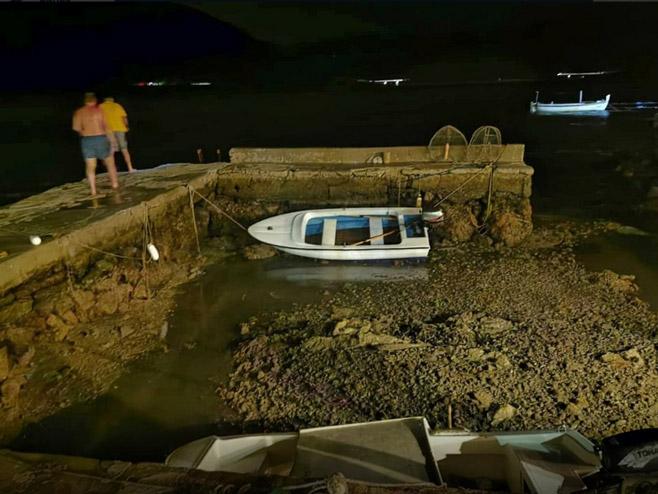 Море се повукло због метеоролошког цунамија (Фото: Marko Ficović/Dalmacija danas)