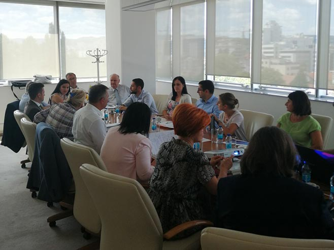 Sastanak o sanaciji kontaminiranog zemljišta u Incelu (Foto: RTRS