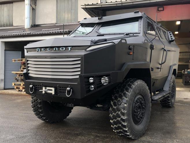"Оклопно мултифункционално возило ""деспот"" (Фото: Срна)"