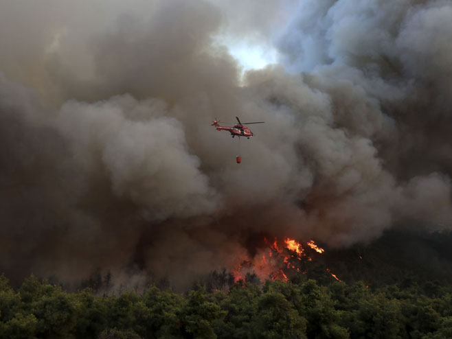 Požar na Eviji (foto: AP Photo / Yorgos Karahalis)