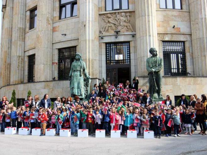 Djeca iz banjalučkih vrtića pred Palatom predsjednice