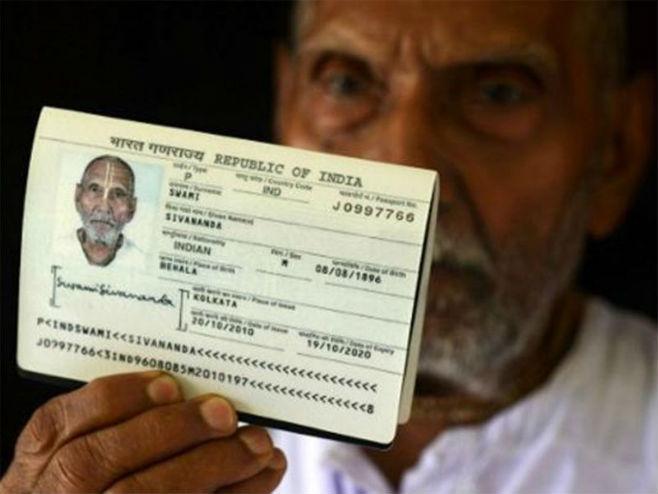 Pasoš Svamija Sivanande (Foto: AFP)