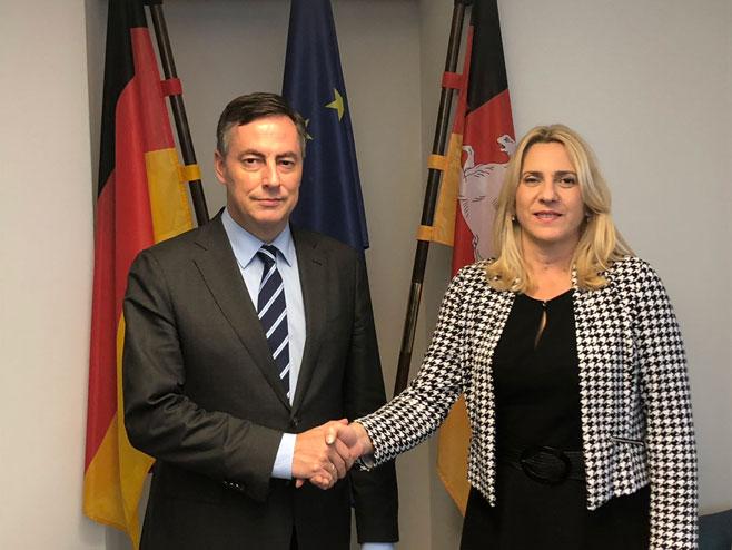 Жељка Цвијановић и Дејвид Мекалистер (Фото: РТРС)